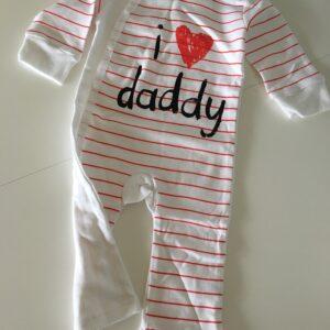 """Køb baby heldragt med tekst """"I love daddy"""""""